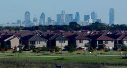 Steden zo gebouwd om autogebruik en consumptie te stimuleren, zegt Rushkoff