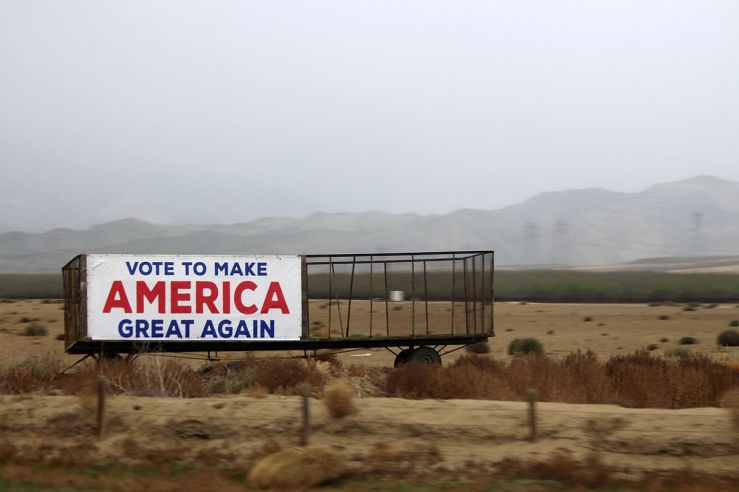 1200px-make_america_great_again_outdoor_banner_on_roadside_in_california